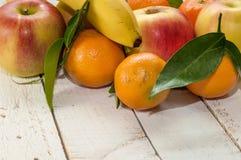 Un mezclado de frutas frescas Imagenes de archivo