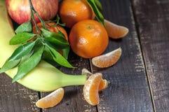 Un mezclado de frutas frescas Foto de archivo