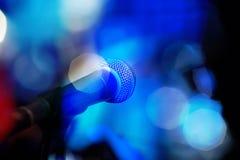 Un microfono moderno per cantare Fotografia Stock Libera da Diritti