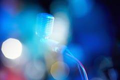 Un microphone de vintage du milieu du 20ème siècle Images stock