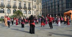 Un mil millones danzas de destello de levantamiento de la multitud en Sheffield Fotos de archivo