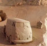 Un minibus fatto dalla sabbia fotografie stock libere da diritti