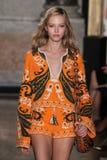 Un modèle marche la piste à l'exposition d'Emilio Pucci en tant que partie de Milan Fashion Week Photos libres de droits