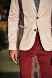 Un modèle marche la piste à la collection 2017 de métamorphose de CHUTE de vêtements d'homme d'ANTINOO Photographie stock libre de droits