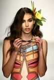 Un modèle marche piste dans l'habillement de bain de concepteur pendant le défilé de mode de Koco Blaq Images libres de droits