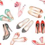 Un modèle sans couture d'aquarelle avec les chaussures de l'été des femmes Image stock