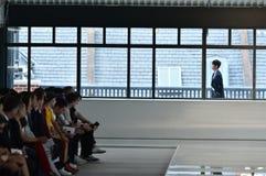 Un modello cammina la pista al CAPO - manifestazione di Hugo Boss Fotografie Stock