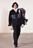 Un modello cammina la pista alla sfilata di moda di Tim Coppens durante l'autunno di New York di modo degli uomini di settimana/i Fotografia Stock Libera da Diritti