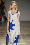 Un modello cammina la pista durante la sfilata di moda di Jour Le Jour dell'Au Immagine Stock Libera da Diritti