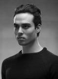 Un modello del giovane, fronte capo, in bianco e nero immagine stock libera da diritti