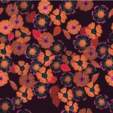 Un modello floreale lunatico della stampa di ripetizione in bruciato in fondo arancio e scuro di Borgogna royalty illustrazione gratis