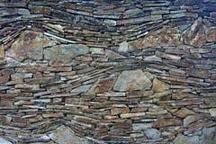 Un modello irregolare composto dalle piccole e più grandi pietre Immagini Stock