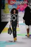 Un modelo camina la pista en el desfile de moda de Desigual durante Mercedes-Benz Fashion Week Fall 2015 Imágenes de archivo libres de regalías