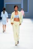 Un modelo camina la pista para la colección de Lebor Gabala en la semana 2015 de la moda de 080 Barcelona Imagenes de archivo
