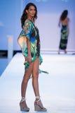 Un modelo camina pista en ropa de la nadada de los diseñadores de Bendita del Agua Imagen de archivo libre de regalías
