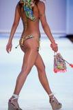 Un modelo camina pista en ropa de la nadada de los diseñadores de Bendita del Agua Fotografía de archivo