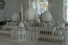 Un modelo de la mezquita magnífica Sheikh Al Zayed en Abu Dhabi Fotos de archivo