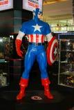 Un modelo del capitán America del carácter de las películas y de COM fotos de archivo