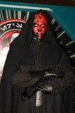 Un modelo del carácter Sith Lord de las películas y de los tebeos 2 imagenes de archivo
