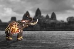 un modelo del elefante en fondo blanco y negro Foto de archivo libre de regalías