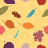 Un modelo inconsútil con las hojas de otoño Ilustración del Vector