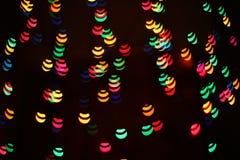 Un modelo ligero del bokeh de elementos geométricos en un fondo oscuro fotografía de archivo libre de regalías