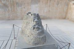Un modelo miniatura del palacio de verano de rey Herod en la fortaleza Masada, Israel del zelot Vista del modelo de la montaña co fotos de archivo libres de regalías