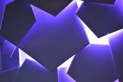 Un modelo moderno púrpura brillante Fotografía de archivo libre de regalías