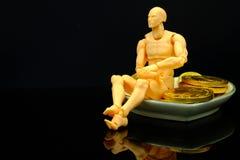 un modelo plástico y y el caramelo de chocolate acuña imagenes de archivo
