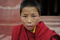 Un moine d'enfant au Thibet est Photographie stock libre de droits