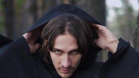 Un moine dans le capot banque de vidéos