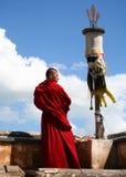 Un moine dans le monastère de Ta'er Photographie stock
