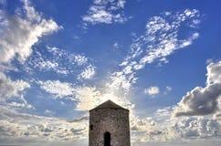 Un molino de viento viejo imagen de archivo libre de regalías
