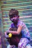 Un momento alegre del holi el festival de colores en el bazar de Shakhari, Dacca, Bangladesh Fotografía de archivo libre de regalías