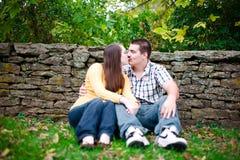 Un momento di baciare Fotografia Stock Libera da Diritti
