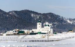 Un monastère de femme en la Bouriatie sur le chemin vers le lac Baikal Images libres de droits