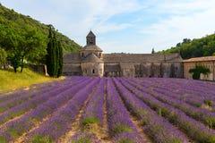 Un monasterio antiguo Abbaye Notre-Dame de Senanque Imagenes de archivo