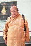 Un monje budista en un templo, Kunming, China del ojo Imagenes de archivo