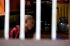 Un monje que trabaja en el Monastry imágenes de archivo libres de regalías