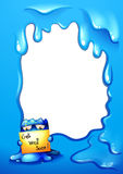 Un monstre bleu tenant un signage devant un calibre vide Photo libre de droits