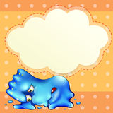 Un monstruo azul cansado debajo de la plantilla vacía de la nube Imagenes de archivo