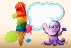 Un monstruo de la lavanda que sostiene una flor cerca del helado gigante Fotografía de archivo