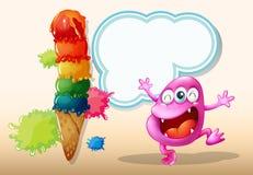 Un monstruo rosado feliz de la gorrita tejida cerca del helado gigante Imágenes de archivo libres de regalías