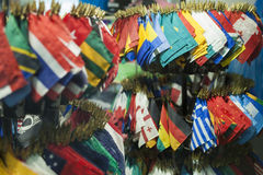 Un montón de banderas nacionales junto Fotos de archivo libres de regalías