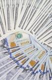 Un montón de bulto dispuesto billetes de banco de los dólares Fotografía de archivo libre de regalías