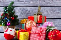 Un montón de cajas de regalo Foto de archivo libre de regalías