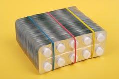 Un montón de tablillas blancas en el embalaje Imagenes de archivo