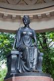Un monument sculptural à Maria Fiodorovna dans Rossi&#x27 ; pavillon de s Photos stock
