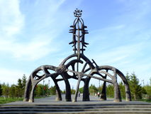 Un monumento del servizio originale di stile come portone del parco Immagini Stock Libere da Diritti