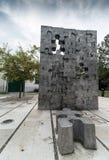 Un monumento a los niños matados en la guerra en Croacia, niñez interrumpida, Slavonski Brod, Croacia de la patria imagen de archivo